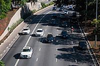 SÃO PAULO-SP-30,10,2014-TRÂNSITO SÃO PAULO/23 DE MAIO - O Motorista não enfrenta lentidão na Avenida 23 de Maio ambos sentidos.Região centro sul da cidade de São Paulo,namanhã dessa quinta-feira,30(Foto:Kevin David/Brazil Photo Press)