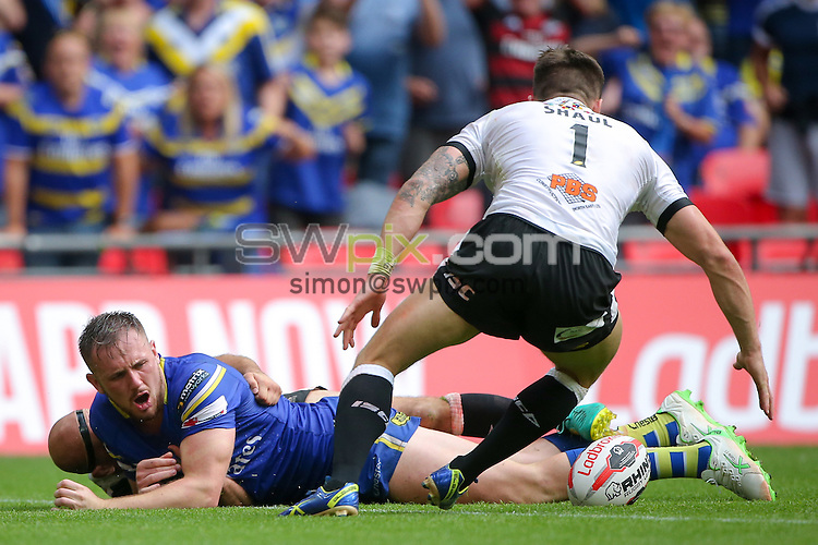 Picture by Alex Whitehead/SWpix.com - 27/08/2016 - Rugby League - Ladbrokes Challenge Cup Final - Hull FC v Warrington Wolves - Wembley Stadium, London, England - Hull FC's Danny Houghton's match-saving tackle on Warrington's Ben Currie.