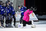Uppsala 2013-11-13 Bandy Elitserien IK Sirius - IFK Kung&auml;lv :  <br /> Sirius m&aring;lvakt Kimmo Kyll&ouml;nen r&auml;ddar ett skott &ouml;ver ribban<br /> (Foto: Kenta J&ouml;nsson) Nyckelord: