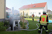 B&uuml;ttelborn 24.06.2016: Kellerbrand im B&uuml;ttelborner Paul-L&ouml;be Weg<br /> Die Freiwillige Feuerwehr B&uuml;ttelborn r&uuml;ckte gegen 7.45 Uhr morgens zu einem Kellerbrand im Paul-L&ouml;be Weg aus<br /> Foto: Vollformat/Marc Sch&uuml;ler, Sch&auml;fergasse 5, 65428 R'eim, Fon 0151/11654988, Bankverbindung KSKGG BLZ. 50852553 , KTO. 16003352. Alle Honorare zzgl. 7% MwSt.