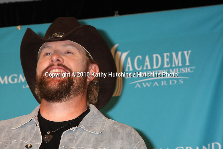 Toby Keith.arrives at the Academy of Country Music Awards 2010.MGM Garden Arena.Las Vegas, NV.April 18, 2010.©2010 Kathy Hutchins / Hutchins Photo....