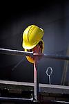 UTRECHT -  Twee gele bouwhelmen hangen nutteloos en ongebruikt op een bouwsteiger op een bouwplaats als teken van argeloosheid en / of onoplettendheid of zijn achtergebleven na het verlaten van de bouwplaats door recessie of ontslagdreiging.  COPYRIGHT TON BORSBOOM