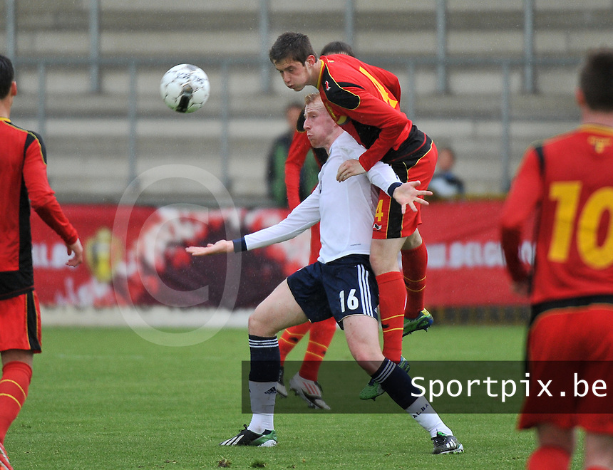 Scotland U19 - Belgium U19 : Corentin Fiore climbs onto Mark Beck (16).foto DAVID CATRY / Nikonpro.be