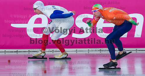 France's Alexis Contin (L) and Netherlands' Ted-Jan Bloemen (R) compete in the Men's 10000m race of the Speed Skating All-round European Championships in Budapest, Hungary on January 8, 2012. ATTILA VOLGYI