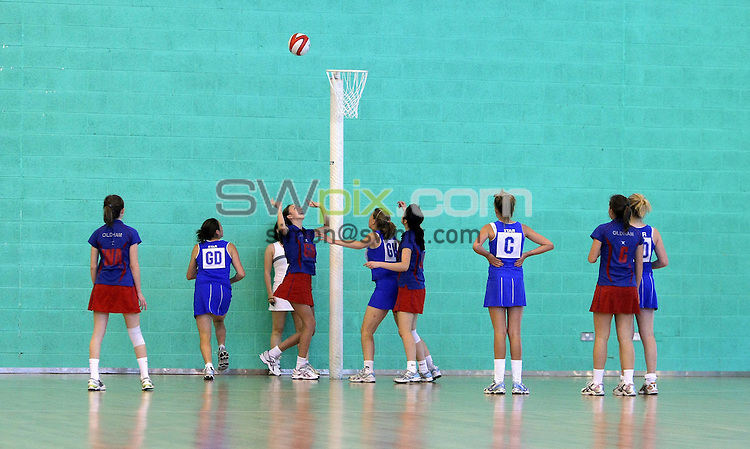 PICTURE BY VAUGHN RIDLEY/SWPIX.COM - Netball - England Netball National U14/U16 Clubs Championship Finals - Loughborough University, England - 30/05/09...Copyright - Simon Wilkinson - 07811267706...Oldham v Star