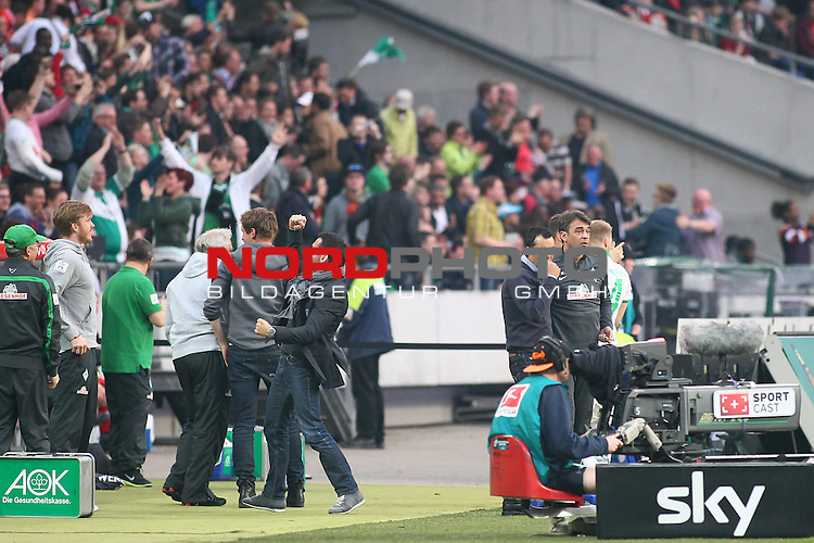 30.03.2014, HDI Arena, Hannover, GER, 1.FBL, Hannover 96 vs Werder Bremen, im Bild jubel auf der Bremer Bank <br /> <br /> Foto &copy; nordphoto / Schrader