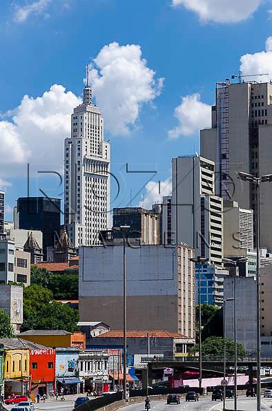 Vista do Edifício Altino Arantes  conhecido como Banespa, a partir da Avenida  Senador Queiróz, São Paulo - SP, 01/2014.