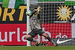09.09.2017, Volkswagen Arena, Wolfsburg, GER, 1.FBL, VfL Wolfsburg vs Hannover 96<br /> <br /> im Bild<br /> Philipp Tschauner (Hannover 96 #1) wehrt einen Ball ab, <br /> <br /> Foto &copy; nordphoto / Ewert