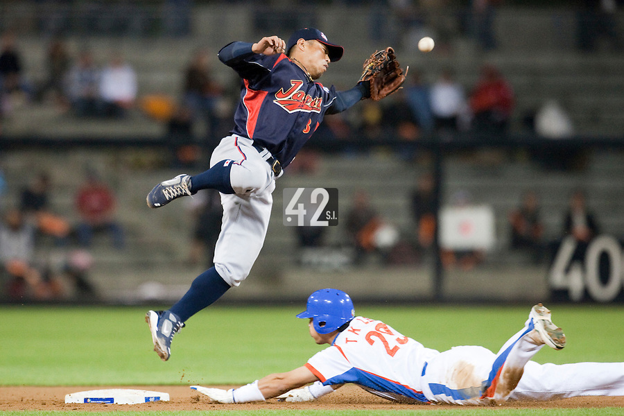 19 March 2009: #29 Taek Keun Lee of Korea slides into second base safely from first base as #8 Akinori Iwamura of Japan fails to catch the ball during the 2009 World Baseball Classic Pool 1 game 6 at Petco Park in San Diego, California, USA. Japan wins 6-2 over Korea.