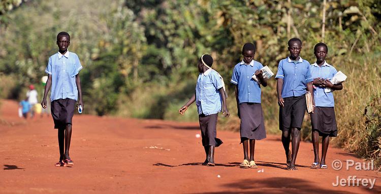 Southern sudan children walk to school kairosphotos images by children walking to school in the morning in pisak a village in southern sudan sciox Images