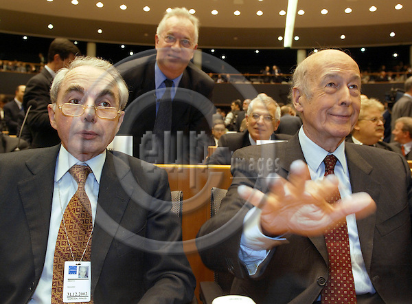 BRUSSELS, BELGIUM / 28 February 2002--The opening of the Convention on the future of the European Union in the EU-Parliament..The President of the Connvention Valéry Giscard D'Estaing (R) with Guliano Amato (L) the Vice-Presidents of the Convention..PHOTO: JUHA ROININEN