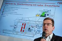 Pressekonferenz nach BER-Aufsichtsratssitzung am Freitag den 22. April 2016.<br /> Nach Aussagen vom Regierenden Buergermeister Michael Mueller und dem BER-Aufsichtsratsvorsitzendem Karsten Muehlenfeld soll nach mehrjaehriger Verzoegerung die Bauphase des Flughafens im Jahr 2016 abgeschlossen werden und der Flugbetrieb im Jahr 2017 aufgenommen werden. Wann genau wurde jedoch nicht gesagt.<br /> Im Bild: Karsten Muehlenfeld praesentiert die Fertigstellungsvariante 5a, Streifenloesung mit reduzierter Ersatzflaeche.<br /> 22.4.2016, Berlin<br /> Copyright: Christian-Ditsch.de<br /> [Inhaltsveraendernde Manipulation des Fotos nur nach ausdruecklicher Genehmigung des Fotografen. Vereinbarungen ueber Abtretung von Persoenlichkeitsrechten/Model Release der abgebildeten Person/Personen liegen nicht vor. NO MODEL RELEASE! Nur fuer Redaktionelle Zwecke. Don't publish without copyright Christian-Ditsch.de, Veroeffentlichung nur mit Fotografennennung, sowie gegen Honorar, MwSt. und Beleg. Konto: I N G - D i B a, IBAN DE58500105175400192269, BIC INGDDEFFXXX, Kontakt: post@christian-ditsch.de<br /> Bei der Bearbeitung der Dateiinformationen darf die Urheberkennzeichnung in den EXIF- und  IPTC-Daten nicht entfernt werden, diese sind in digitalen Medien nach §95c UrhG rechtlich geschuetzt. Der Urhebervermerk wird gemaess §13 UrhG verlangt.]