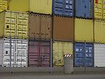 Europa, DEU, Deutschland, Nordrhein Westfalen, Ruhrgebiet, Niederrhein, Duisburg, Transportlager, Logistik, Containerlager, Container, Kategorien und Themen, Verkehr, Bahn, Zug, Zuege, Eisenbahn, Bahnverkehr, Binnenverkehr, Verkehrsmittel, Transport, Transportmittel, Logistik, Transporte, Gueter, Gueterverkehr, Waren, Warentransport, Guetertransport, Gueterbahn, Arbeit, Job, Jobs, Arbeitswelt, Arbeiten......[Fuer die Nutzung gelten die jeweils gueltigen Allgemeinen Liefer-und Geschaeftsbedingungen. Nutzung nur gegen Verwendungsmeldung und Nachweis. Download der AGB unter http://www.image-box.com oder werden auf Anfrage zugesendet. Freigabe ist vorher erforderlich. Jede Nutzung des Fotos ist honorarpflichtig gemaess derzeit gueltiger MFM Liste - Kontakt, Uwe Schmid-Fotografie, Duisburg, Tel. (+49).2065.677997, fotofinder@image-box.com, www.image-box.com]