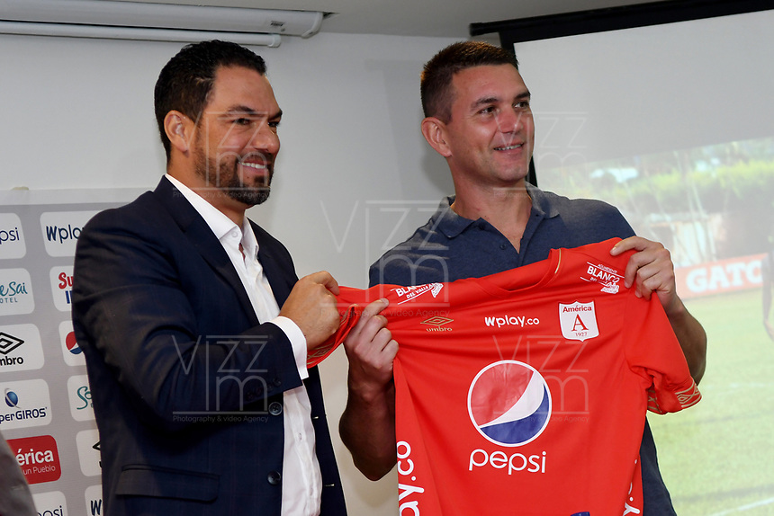 CALI-COLOMBIA , 17-06-2019.Rodrigo Poletto nuevo preparador físico  del América de Cali,s./ Rodrigo Poletto physical trainer to the coach of América de Cali, Mr. Alexandre Guimaraes is accompanied by Ricardo Pérez, the club's president. Photo: VizzorImage/ Nelson Rios / Contribuidor