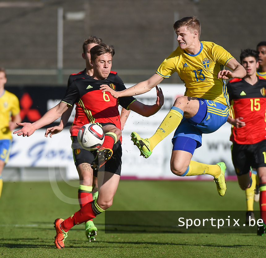 20170323 - BEVEREN , BELGIUM : Swedish Svante Inglesson (R) and Belgian Rubin Seigers (L) pictured during the UEFA Under 19 Elite round game between Sweden U19 and Belgium U19, on the first matchday in group 7 of the Uefa Under 19 elite round in Belgium , thursday 23 th March 2017 . PHOTO SPORTPIX.BE | DIRK VUYLSTEKE