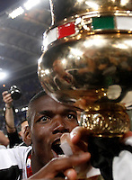Calcio, finale Tim Cup: Milan vs Juventus. Roma, stadio Olimpico, 21 maggio 2016.<br /> Juventus&rsquo; Paul Pogba looks at the the trophy at the end of the Italian Cup final football match between AC Milan and Juventus at Rome's Olympic stadium, 21 May 2016. Juventus won 1-0 in the extra time.<br /> UPDATE IMAGES PRESS/Isabella Bonotto