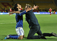 BOGOTA - COLOMBIA -09 -05-2015: Rafael Robayo (Izq.), jugador de Millonarios, celebra con Ricardo Lunari (Der.) técnico, el gol anotado al Deportivo Independiente Medellin, durante partido entre Millonarios y Deportivo Independiente Medellin,  por la fecha 19 de la Liga Aguila I-2015, jugado en el estadio Nemesio Camacho El Campin de la ciudad de Bogota.  / Rafael Robayo, player of Millonarios celebrates with Ricardo Lunari the scored goal to Deportivo Independiente Medellin, during a match between Millonarios and Deportivo Independiente Medellin, for the date 19 of the Liga Aguila I-2015 at the Nemesio Camacho El Campin Stadium in Bogota city, Photo: VizzorImage / Luis Ramirez / Staff.