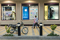 June 19, 2014 - Isfahan, Iran. Iranian youths walk in front of a recently opened unofficial Apple reseller. © Thomas Cristofoletti / Ruom