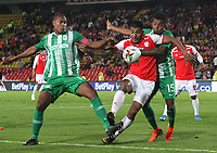 BOGOTÁ- COLOMBIA, 29-10-2019:Jefferson Duque (Centro) jugador del Independiente Santa Fe    disputa el balón contra Cristian Blanco (Der.) y Alexis Henriquez (Izq.)  jugadores del Atlético Nacional durante partido por la fecha 20 de la Liga Águila II  2019 jugado en el estadio Nemesio Camacho El Campín  de la ciudad de Bogotá. /Jefferson Duque (C) player of Independiente Santa Fe  fights for the ball  against of Cristian Blanco(R) and Alexis Henriquez (R) player of Atletico Nacional during the match for the date 20 of the Liga Aguila II 2019 played at the Nemesio Camacho El Campin  stadium in Bogota city. Photo: VizzorImage / Felipe Caicedo / Staff