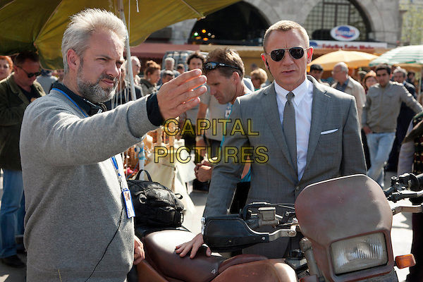 Director Sam Mendes & Daniel Craig .on the set of Skyfall (2012) .James Bond 007.*Filmstill - Editorial Use Only*.CAP/NFS.Supplied by Capital Pictures.