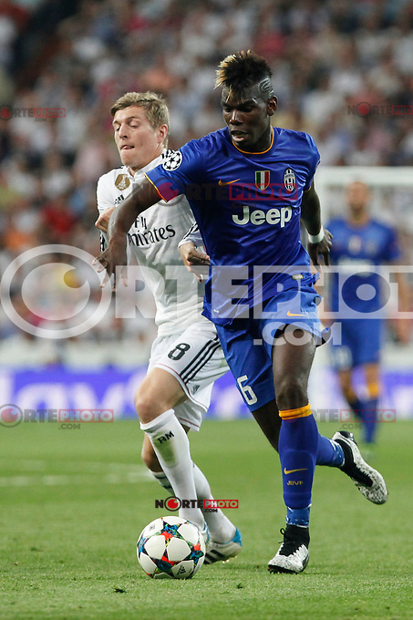 Real Madrid´s Toni Kroos (L) and Juventus´s Paul Pogba during the Champions League semi final soccer match between Real Madrid and Juventus at Santiago Bernabeu stadium in Madrid, Spain. May 13, 2015. (ALTERPHOTOS/Victor Blanco) /NortePhoto.COM