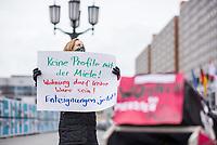 """Anlaesslich der Corona-Krise protestierten Mietaktivisten am Freitag den 20. Maerz 2020 in Berlin vor dem Roten Rathaus, dem Amtssitz des regierenden Buergermeister und forderten """"eine Pandemiepolitik, die die bereits existierenden sozialen Verwerfungen nicht noch weitertreibt; die Abschaffung von Zwangsraeumungen und ein Verbot von Strom- Gas- und Wassersperrungen; ein Moratorium fuer Mieten und Hypothekenzahlungen, damit Menschen in ihren Wohnungen bleiben koennen; Aufloesung von Sammelunterkuenften, Beschlagnahmung von Leerstand und Freienwohnungen, um jedem Menschen ein Obdach und somit gesundheitliche Sicherheit zu geben; einen Solidarfonds fuer Kleingewerbe, Selbstaendige und Kultureinrichtungen, um Insolvenzen zu vermeiden; keine Unterstuetzung der Immobilienwirtschaft. Sie traegt nicht zum Gemeinwohl bei und gefaehrdet mit ihrer profitorientierten Mietsteigerung die Gesundheit der Mietenden.""""<br /> Menschen die von Hartz IV leben muessten und ganz besonders Menschen auf der Strasse seien aufgrund ihrer sowieso schon schlechten Lebenslage besonders gefaehrdet. Familien von Berufstaetigen mit Kindern werden vor grosse Probleme gestellt.<br /> 20.3.2020, Berlin<br /> Copyright: Christian-Ditsch.de<br /> [NUR FUER REDAKTIONELLE ZWECKE! Werbung nur auf Anfrage beim Fotografen. Inhaltsveraendernde Manipulation des Fotos nur nach ausdruecklicher Genehmigung des Fotografen. Vereinbarungen ueber Abtretung von Persoenlichkeitsrechten/Model Release der abgebildeten Person/Personen liegen nicht vor. NO MODEL RELEASE! Don't publish without copyright Christian-Ditsch.de, Veroeffentlichung nur mit Fotografennennung, sowie gegen Honorar, MwSt. und Beleg. Konto: I N G - D i B a, IBAN DE58500105175400192269, BIC INGDDEFFXXX, Kontakt: post@christian-ditsch.de<br /> Bei der Bearbeitung der Dateiinformationen darf die Urheberkennzeichnung in den EXIF- und  IPTC-Daten nicht entfernt werden, diese sind in digitalen Medien nach §95c UrhG rechtlich geschuetzt. Der Urhebervermerk wir"""
