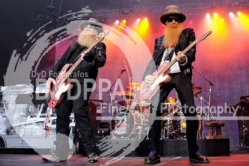 Dusty Hill  und Billy Gibbons von ZZ Top live im Gerry-Weber-Stadion. Halle, 28.06.2015