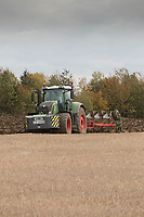 Fendt tractor ploughing <br /> &copy;Tim Scrivener Photographer 07850 303986<br /> ....Covering Agriculture In The UK....