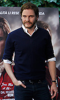"""L'attore spagnolo Daniel Bruehl posa durante il photocall del film """"Rush"""" a Roma, 14 settembre 2013.<br /> German actor Daniel Bruehl poses during the photocall of the movie """"Rush"""" in Rome, 14 September 2013.<br /> UPDATE IMAGES PRESS/Isabella Bonotto"""