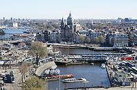 Nederland  Amsterdam - 2017. Amsterdam Centrum. Links het gebied voor Centraal Station. De Nicolaaskerk aan de Prins Hendrikkade.      Foto Berlinda van Dam / Hollandse Hoogte