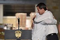 """CUCUTA -COLOMBIA, 22-02-2019: Ivan Duque, presidente de Colombia, y Juan Guaido, Presidente Interino de Venezuela, realizan una declaración conjunta a la llegada de ayuda humanitaria desde Chile que se espera pueda llegar al vecino país de Venezuela y para ello se realiza un concierto """"Venezuela Aid Live"""" hoy, 22 de febrero de 2019, en el puente internacional Las Tienditas en la frontera de Cucuta, Colombia con Venezuela, para pedir al gobierno de Nicolás Maduro permitir la entrada de ayuda humanitaria a su país. En el concierto participarán 35 artistas regionales e internacionales en una escenario giratorio. / Ivan Duque, president of Colombia, and Juan Guaido, Interim president of Venezuela, makes a declaration at the arrival of the humanitarian aid from Chile and await to delivery to Venezuela and for this is held a concert """"Venezuela Aid Live"""" on the International bridge las Tienditas on the border of Cucuta, Colombia with Venezuela with the objetive of asking to the Maduro's regimen allow the humanitarian aid to income to the Venezuelan territories. In the concert, 35 regional and international artists participate in a revolving stage. Photo: VizzorImage / Efrain Herrera / Presidencia de Colombia"""