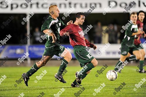 2012-09-22 / Voetbal / seizoen 2012-2013 / SK Berlaar - Beekhoek / Kenny Wouters (Berlaar) met Dieter Geerinckx in de rug..Foto: Mpics.be