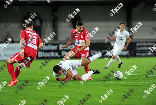 2014-09-10 / Voetbal / seizoen 2014-2015 / Hoogstraten - Oosterzonen / Karim Didi (Hoogstraten) met de fout op Wim Mennes<br /><br />Foto: Mpics.be