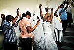 Messe dominicale dans une église catholique de Port au Prince.