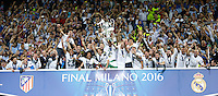 Calcio, finale di Champions League: Real Madrid vs Atletico Madrid. Stadio San Siro, Milano, 28 maggio 2016.<br /> Real Madrid&rsquo;s Sergio Ramos holds up the Champions League trophy at the end of their final match against Atletico Madrid, at Milan's San Siro stadium, 28 May 2016. Real Madrid won 5-4 on penalties after the game ended 1-1.<br /> UPDATE IMAGES PRESS/Isabella Bonotto