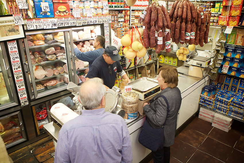 Bronx, NY - November 2, 2017: Teitel Brothers Market, a stop on a tour of holiday food shopping on Arthur Avenue in The Bronx's historic Italian neighborhood led by Danielle Oteri of Arthur Avenue Food Tours. <br /> CREDIT: Clay Williams for Edible Bronx.<br /> <br /> &copy; Clay Williams / claywilliamsphoto.com