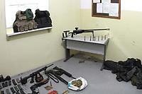 HORTOLANDIA, SP 30.10.2018-A Policia Militar encontrou nesta ter&ccedil;a-feira (30) em um terreno no Jardim Novo Angulo, na cidade de Hortolandia interior de S&atilde;o Paulo, depois de receber uma den&uacute;ncia an&ocirc;nima, seis armas, muni&ccedil;&atilde;o, carregadores, roupas camuflada e ate coletes e capacete a prova de balas.<br /> O que chama a aten&ccedil;&atilde;o &eacute; que sao fuzis,  espingarda e um rifle ponto .50 arma de grosso calibre, longo alcance, capaz de furar ve&iacute;culos blindados como carro forte e at&eacute; de derrubar um helic&oacute;ptero. Todos de uso restrito das for&ccedil;as armadas. (Foto: Denny Cesare/Codigo19)