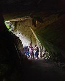Touristen in einer Bunkerruine. / Wolfsschanze, Wolf's Lair