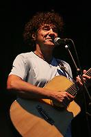 03/07/2005 - SAINT-AMAND-LES-EAUX - Robert CHARLEBOIS en concert dans le cadre du festival de l'eau. Photo BAZIZ CHIBANE/ASAPictures/DALLE