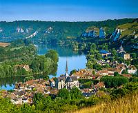 Frankreich, Normandie, Département Eure, Les Andelys: Le Petit Andely am Ufer der Seine | France, Normandy, Département Eure, Les Andelys: Overview of Le Petit Andely and river Seine