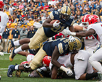 Pitt running back AJ Davis scores his first touchdown on a 1-yard run. The Pitt Panthers defeated the Youngstown State Penguins 28-21 in overtime at Heinz Field, Pittsburgh, Pennsylvania on September 02, 2017.