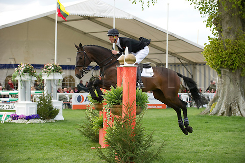 3.5.2010. Badminton Horse Trial - Show Jumping 2010., Show Jumping, William Fox-Pitt on Macchiato,