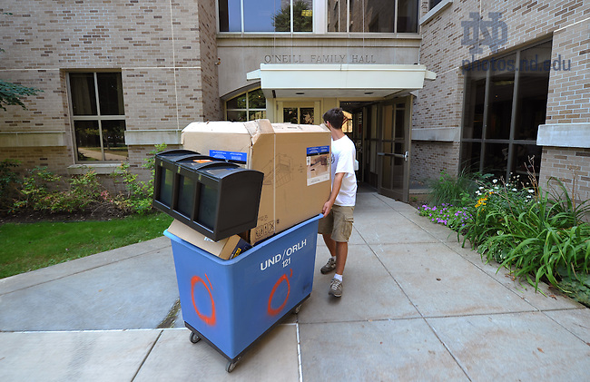 Move-in to O'Neill Hall, August 2010...Photo by Matt Cashore/University of Notre Dame