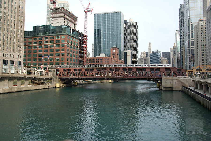 wells street bridge chicago with trains and cars, buildings and bridges.