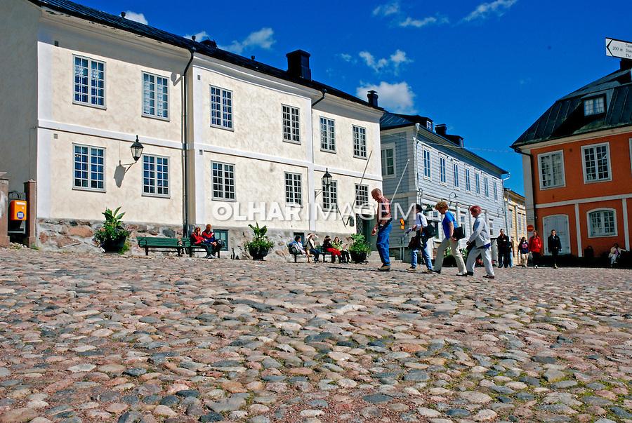Praça na cidade de Porvoo. Finlândia. 2007. Foto de Vinicius Romanini.