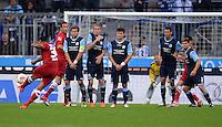 Fussball 2. Bundesliga:  Saison   2012/2013,    4. Spieltag  TSV 1860 Muenchen - MSV Duisburg    31.08.2012 Freistoss von Antonio da Silva (MSV Duisburg)
