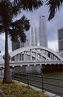 Asie/Singapour/Singapour: Rivière de Singapour, Elgin Bridge et les buildings