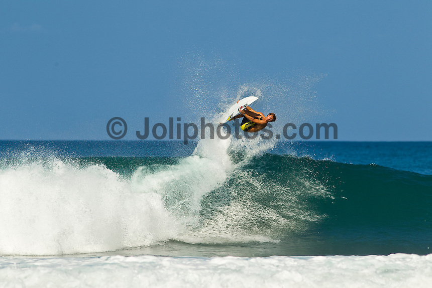 Haleiwa Hawaii, (Monday December 13, 2010) Eric Geiselman (USA) surfing at Rocky Point..A small  north west swell with light variable winds was all that was on offer today on the North Shore. The small waves seemed to focus at Rocky Point with the rights providing most of the action.  Photo: joliphotos.com