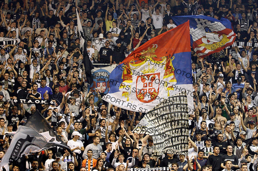 Partizan Belgrade fans, give their support, during theit TOP 16 group E Euroleague match in Belgrade, Serbia, Thursday, March 22, 2007. (Srdjan Stevanovic/starsportphoto.com)