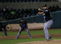 , durante el tercer juego de la Serie entre Tomateros de Culiacán vs Naranjeros de Hermosillo en el Estadio Sonora. Segunda vuelta de la Liga Mexicana del Pacifico (LMP) **26Dici2015.<br /> **CreditoFoto:LuisGutierrez<br /> **<br /> Shares during the third game of the series between Culiacan Tomateros vs Orange sellers of Hermosillo in Sonora Stadium. Second round of the Mexican Pacific League (PML)